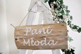 Drewniana tabliczka z napisem