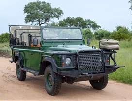 Land Rover Defender Game Viewer