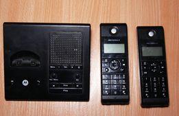 Telefon stacjonarny - dwie słuchawki Motorola z bazą