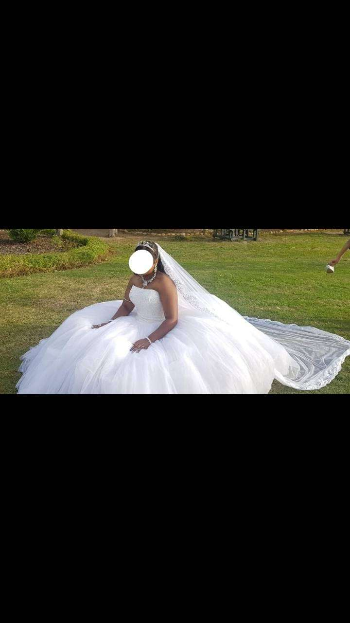 Wedding dress for hire 0