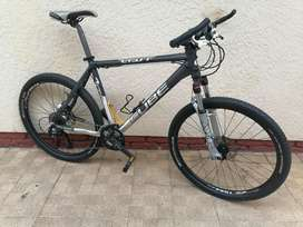 "26"" Cube LTD1, Large Frame, Shimano 27spd, Hydraulic Brakes"