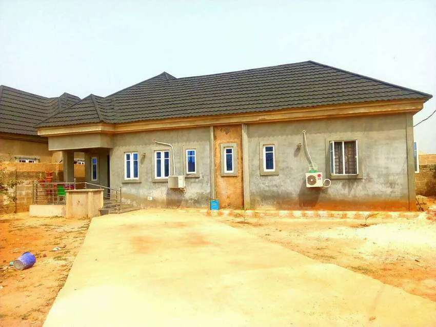 3Bedroom Bungalow Located At Airport Rd,All Rooms Are Ensuit With POP 0