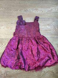 Нарядное платье украшенное паетками и фатином