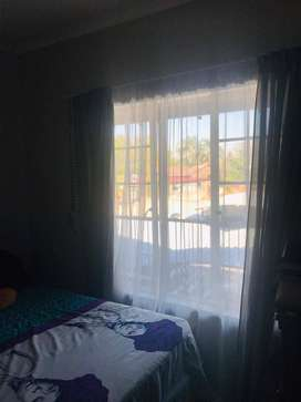 Room to rent in a 2 bedroom apartment