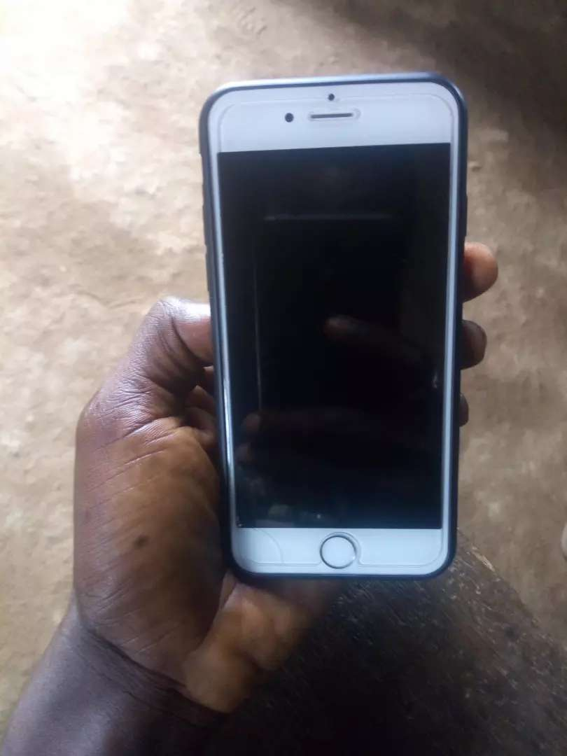 IPhone 6 neat and okay never unscrew before. 0