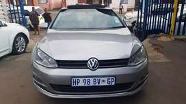 Vw golf 6 2.0 blue motion and sunroof leather seat