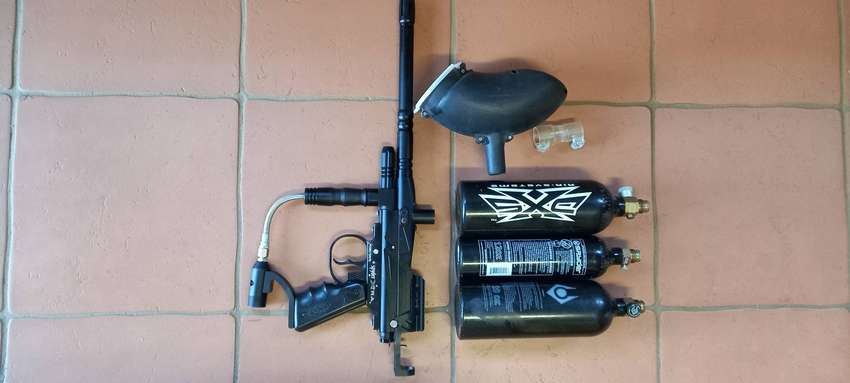 Spyder Xtra Paintball Gun with 3 Gas Canisters and Hopper 0
