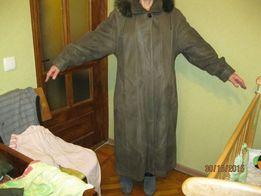 Продам длинное кожанное утепленное пальто с капюшоном(мех песец)