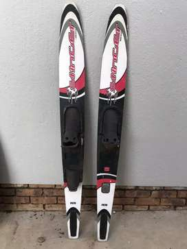 Water skis adult