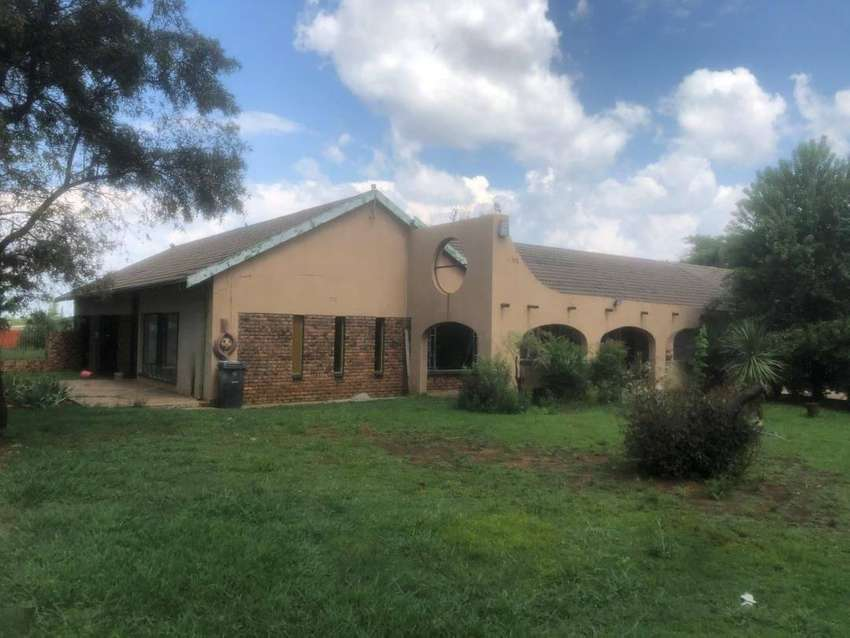 Upcoming Auction: 1.6ha Plot with 4 bedroom home and 3 x flatlets in A 0