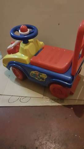 KIDS FOOT TO FLOOR RIDE ON / PUSH ALONG CAR