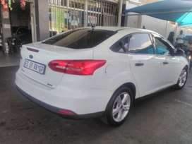 Ford Focus Sedan 1.0 EcoBoost Manual