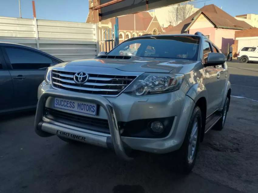 2011 Toyota Fortuner  3.0D4d 4by4 0