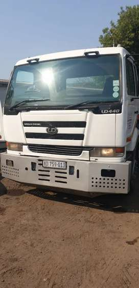2004 Ud 440, double axle horse