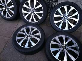 A clean set 16inch original Hyundai mags with tyres for sale