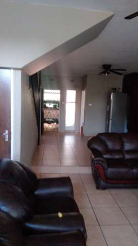 Bedroom to let in 3 bedroom house available 1st of FEB