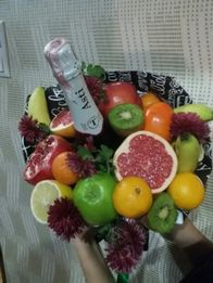 Букеты из цветов и фруктов на заказ доставка Харьков
