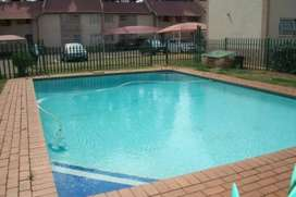 2 rooms in a 3 bedroom flat available