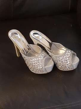 Shoes size 5 never been worn give me your best price