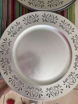 10 silver under plates and table runner