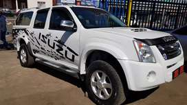 Isuzu KB300 LX Dteq double cab and canopy