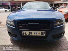 AUDI A5 WITH SERVICE BOOK, SUNROOF AND LEATHER SEATS