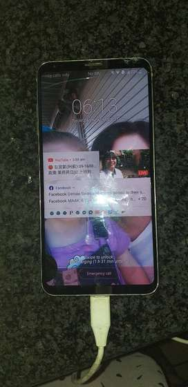 LG V30 for sale screen needs to be repaired.