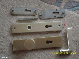 Komplet drzwiowy klamka-szyldy z zawiasami z aluminium