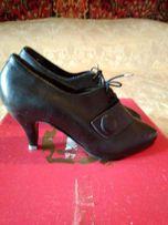 Короткие кожаные ботинки