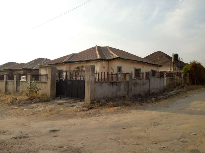 3bedroom detached flat with BQ land space for sale in Tardemoore Lugbe 0