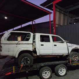Toyota Hilux 3.0 (1KZ) double carb 2001 model stripping for spares