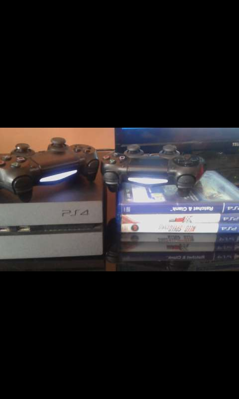 PlayStation 4 (500GB) 0