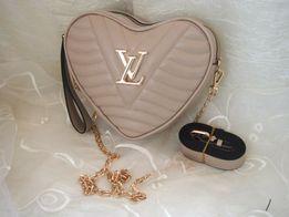 Louis Vuitton Beżowa torebka damska listonoszka cielista serduszko