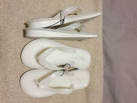 BRAND NEW Young girls flip flops size 13 R60