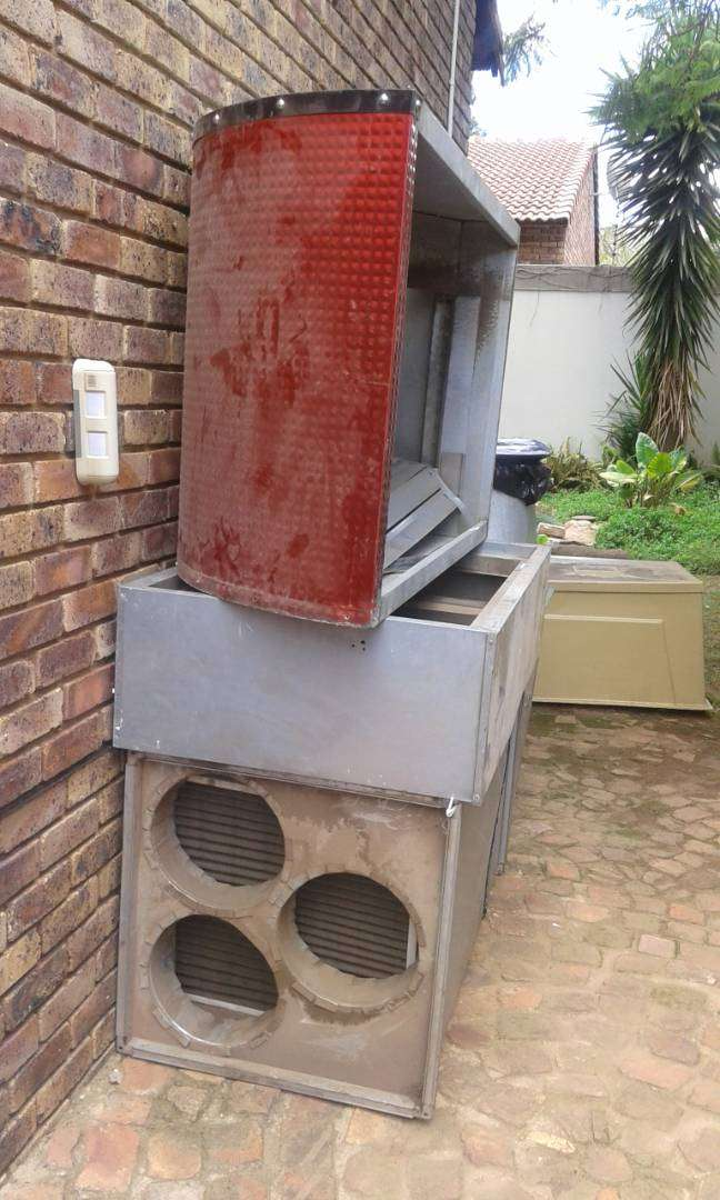 3 metre Aluminium Canopy with Extractor Fan for sale 0