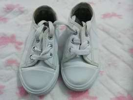 Toddler takkies preloved