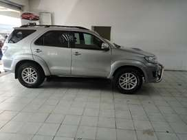 GREY TOYOTA FORTUNER AUTO 3.0 D-4D 4X4 SUV