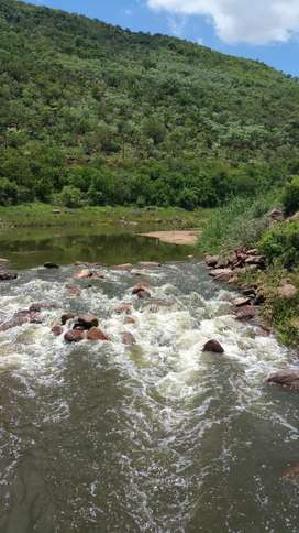 Stunning weekend getaway ON the Olifants River only 1.5 hr from Joburg