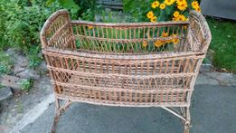 Старинная плетенная детская кроватка