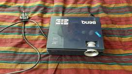 I'm selling my Ben Q projector R1000