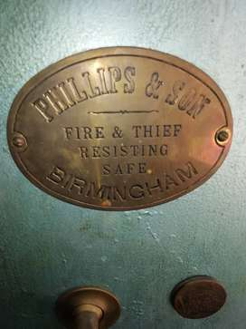 Free standing fire proof safe