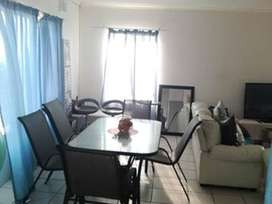 Neat and spacious 2 bedroom flat to rent.