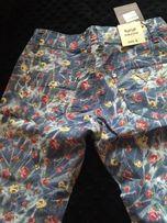 Śliczne, nowe spodnie w kwiaty rozmiar S