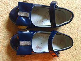 Продам детские туфли на девочку.