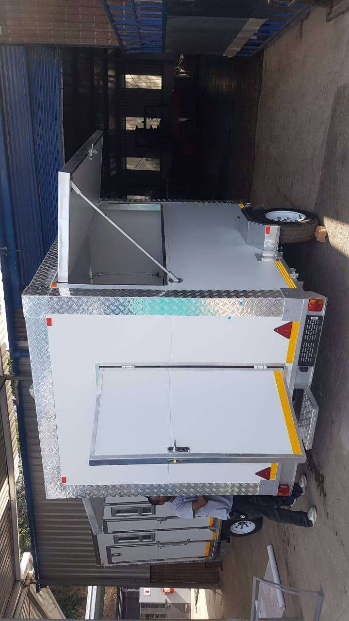 Mobile kitchen fully equiped 0