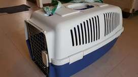 Pet travel crate fully accessible