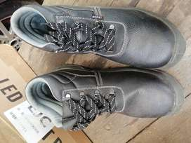 New safety working boots