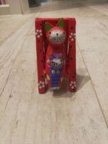 Kot kotek na leżaku / krześle dekoracja czerwony kotki koty
