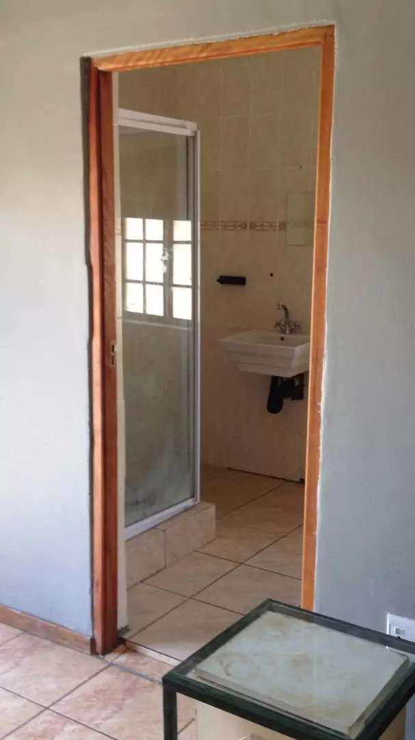 R3200 Bachelor flat to let 0