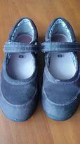 Продам туфели для девочки Clarks 11 размер. По стельке 18,5 см